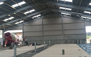 prestressed concrete panels for livestock buildings